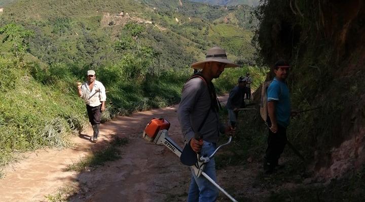 LIMPIEZA DE LA VÍA PRINCIPAL HASTA EL BARRIO VIÑAMAO